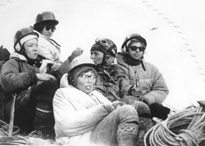 Советские альпинистки: Мухамедова И., Морозова Л., Белобородова Г., Шатаева Э., Клокова А.
