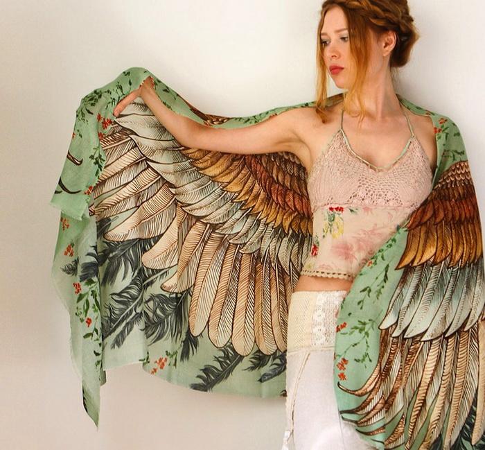 Палантины, напоминающие крылья: аксессуары от дизайнера Розы Камитовой (Roza Kamitova)