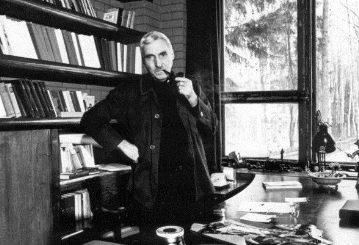 Константин Симонов в кабинете. Фото: novayagazeta.ru