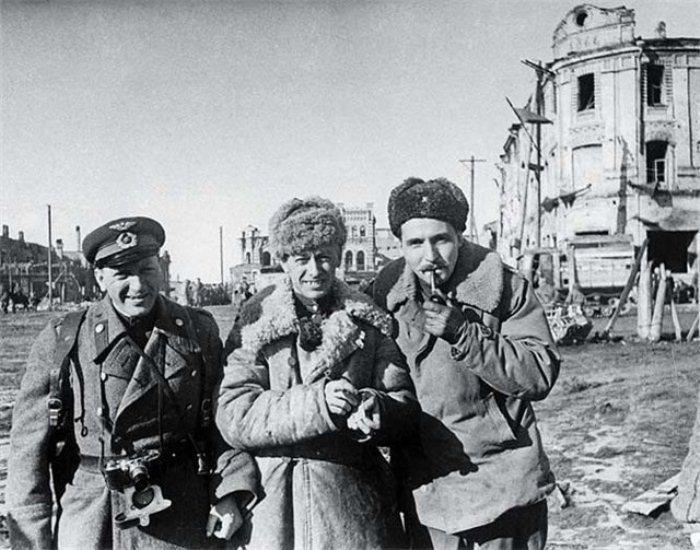 Борис Цейтлин, Константин Симонов и Роман Кармен. Фото: kommersant.ru