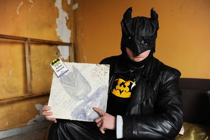 Золтан Когари с рисунком своего кумира
