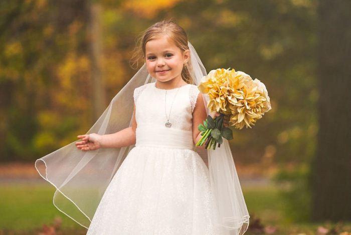София очаровательна в свадебном платье.