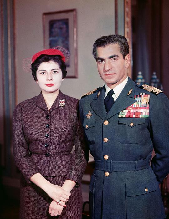 Королева Ирана Сорайя Исфандияри-Бахтиари с мужем. Фото: gagdaily.com