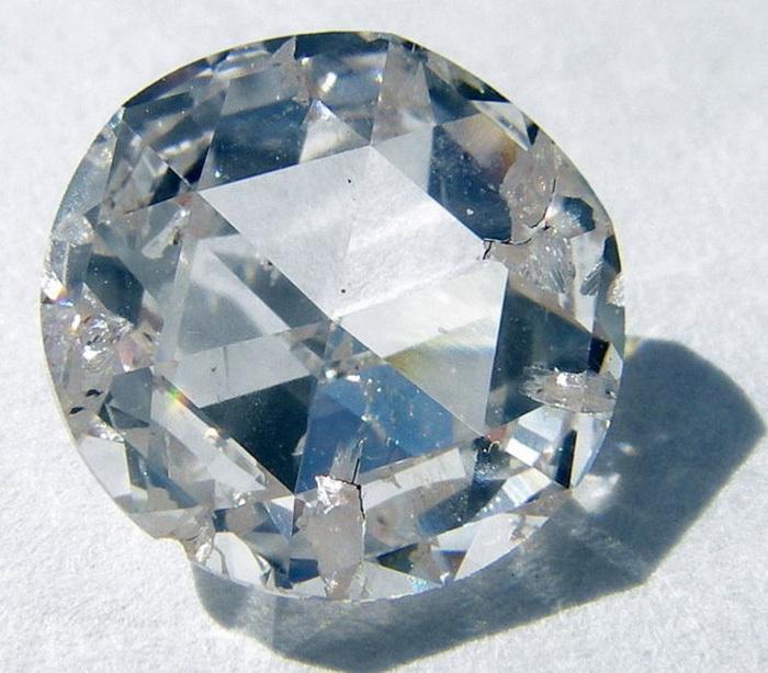 Алмаз гигантских размеров.
