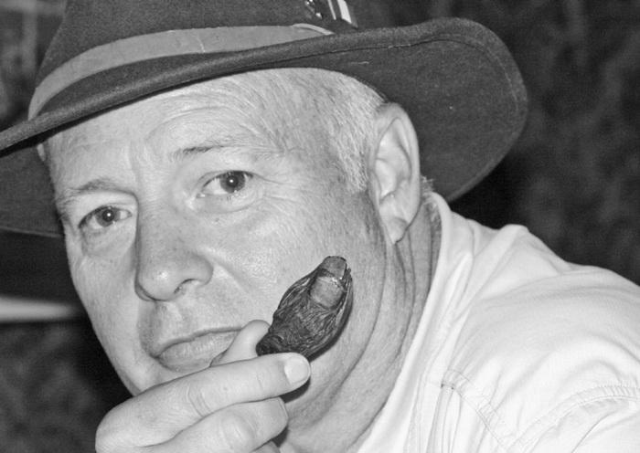 Рон Франсцелл - основатель коктейльного клуба, где подают жуткий напиток.
