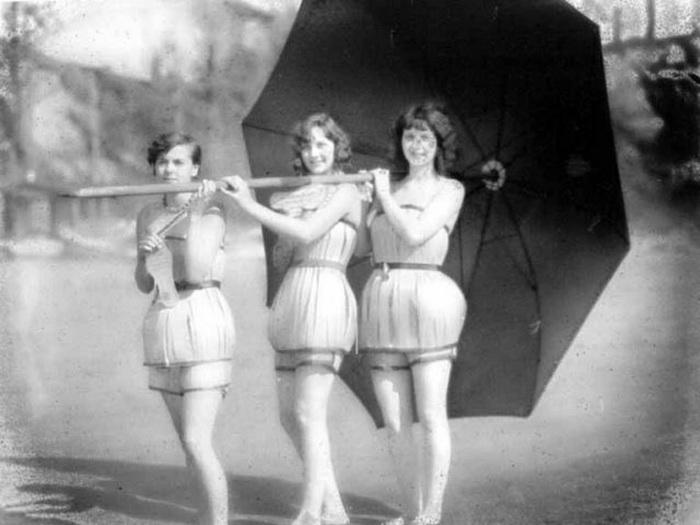 Купальники из шпона были придуманы в 1929 году в штате Вашингтон.