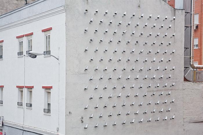 Инсталляция из 150 камер видеонаблюдения (Мадрид, Италия)