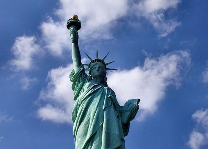Статуя Свободы зажгла огонь любви в сердце Аманды