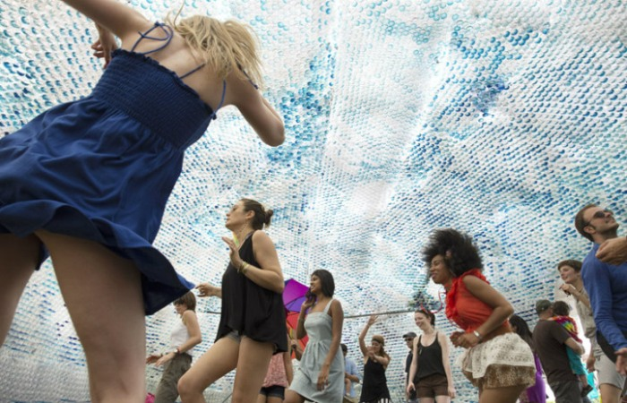 Инсталляция *Голова в облаках* призывает к защите окружающей среды