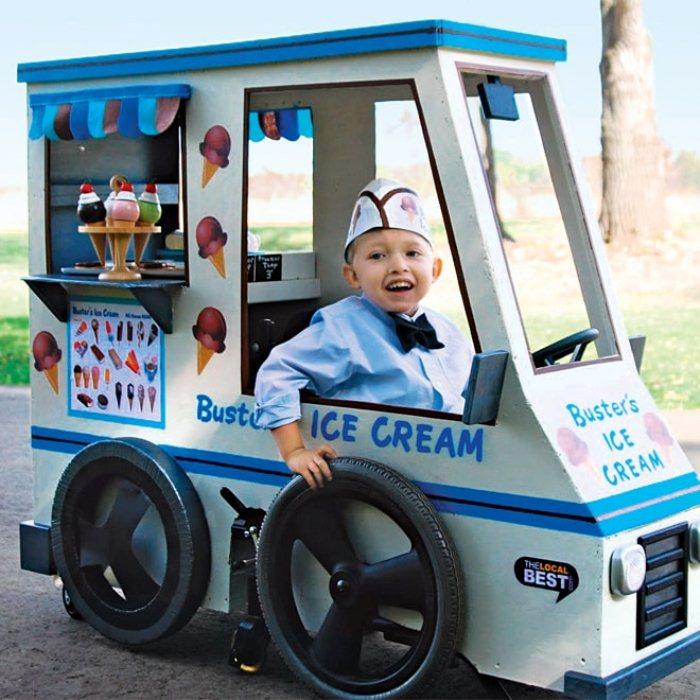 Инвалидная коляска, которая выглядит, как грузовичок с мороженым.
