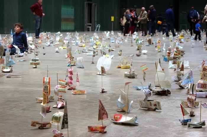 Парусники из бумажных купюр: инсталляция от Сьюзан Стоквелл (Susan Stockwell)