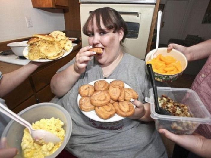 Фото толстой девушки в платье