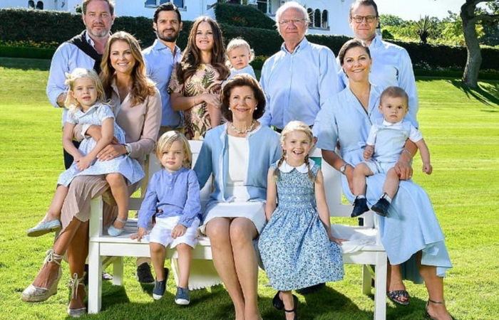 Королевская семья Швеции в летней резиденции Solliden.