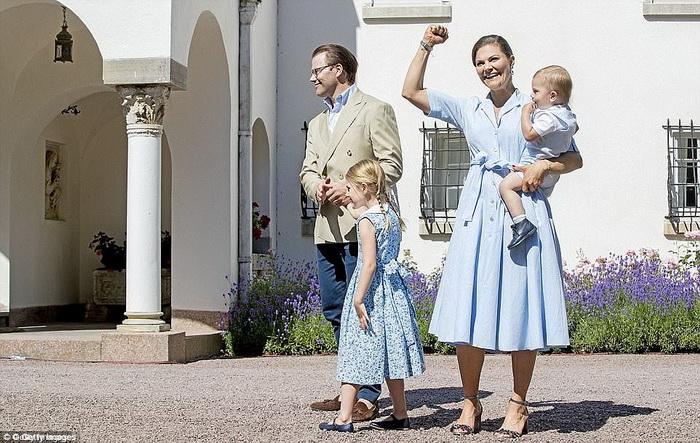 Фотографии предположительно сделаны в день празднования 40-летия кронпринцессы Виктории.