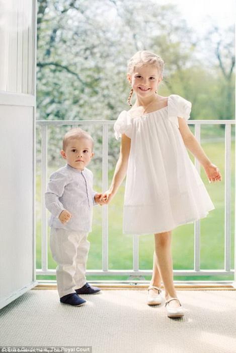 Ежегодная летняя фотосессия принца Оскара и принцессы Эстель.