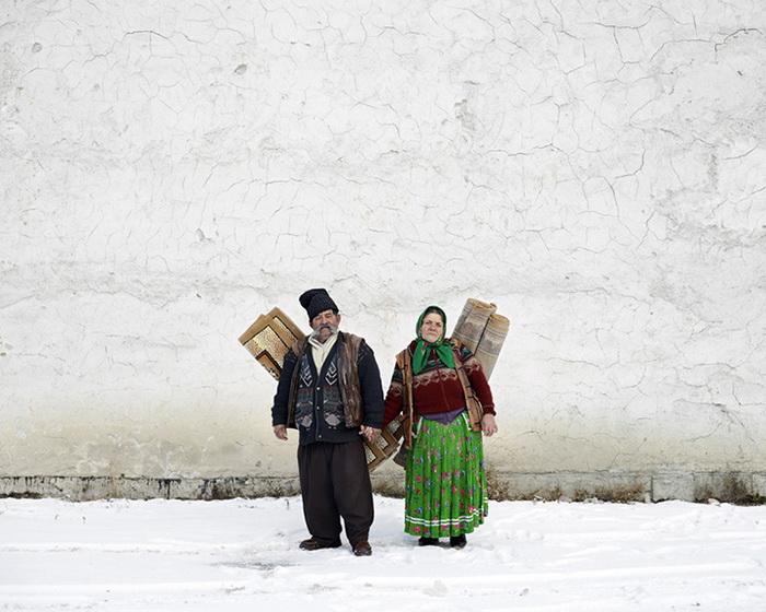 Продавцы ковров в Пожорыте на севере Румынии, 2012 год