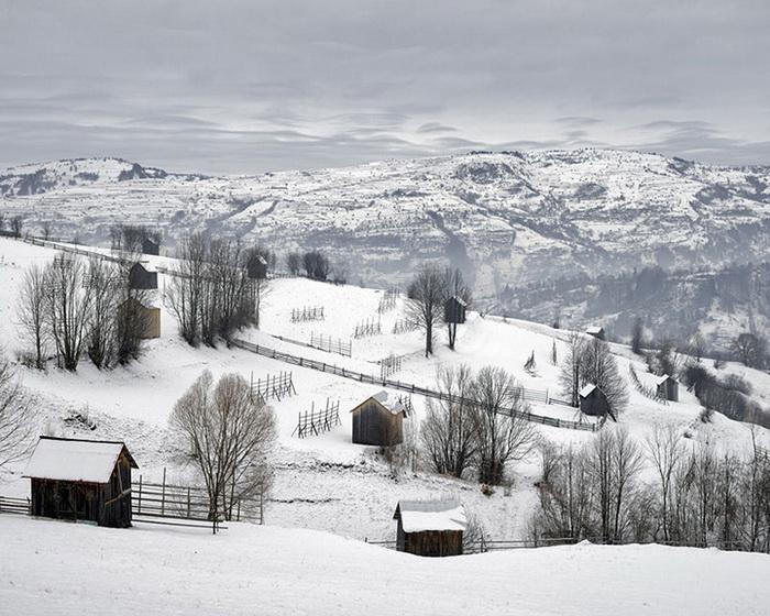 Лачуги недалеко от города Моисеи на севере Румынии, 2011 год