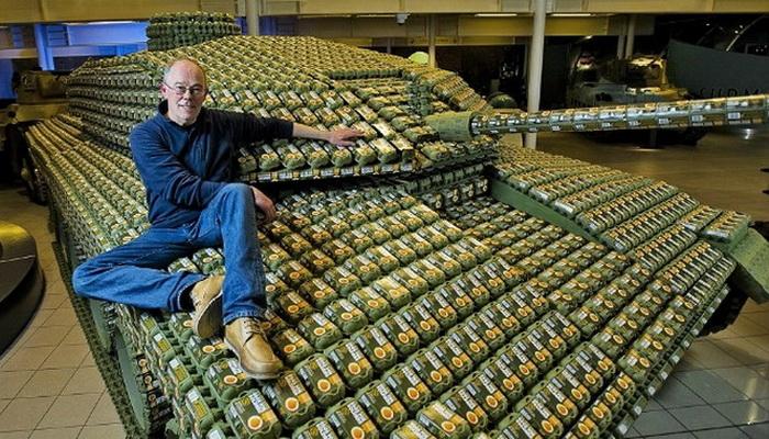 Для создание макета танка потребовалось 5 000 упаковок для яиц