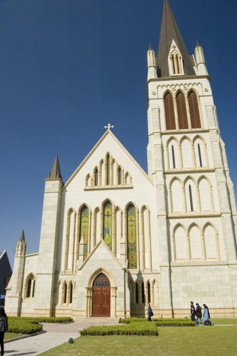Готический собор, напоминающим аналогичную церковь в британском Бристоле