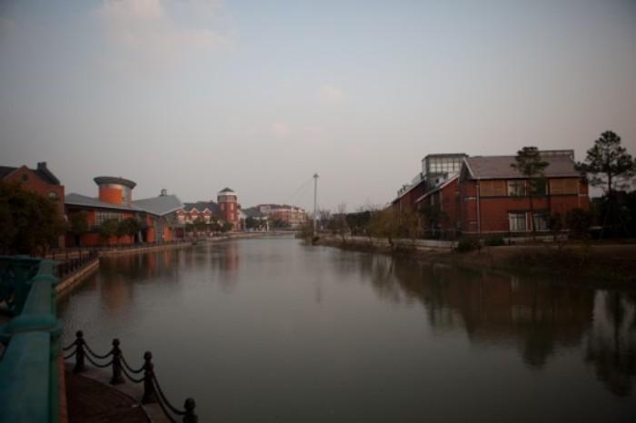 Импровизированная Темза в Thames Town