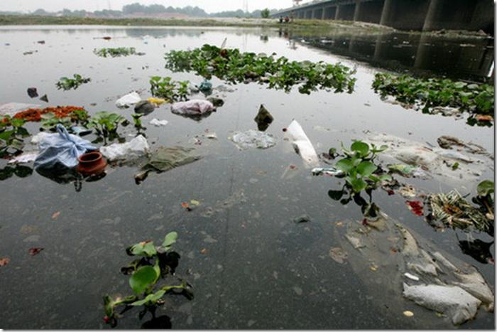 Ганг - одна из самых загрязненных рек в мире.