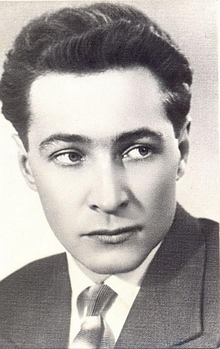 Портрет Вячеслава Тихонова в молодости