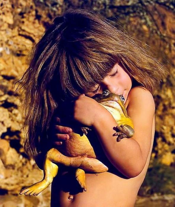 Для Типпи Дегре обнять гигантскую жабу столь же естественно, как для ее сверстников – плюшевого медвежонка