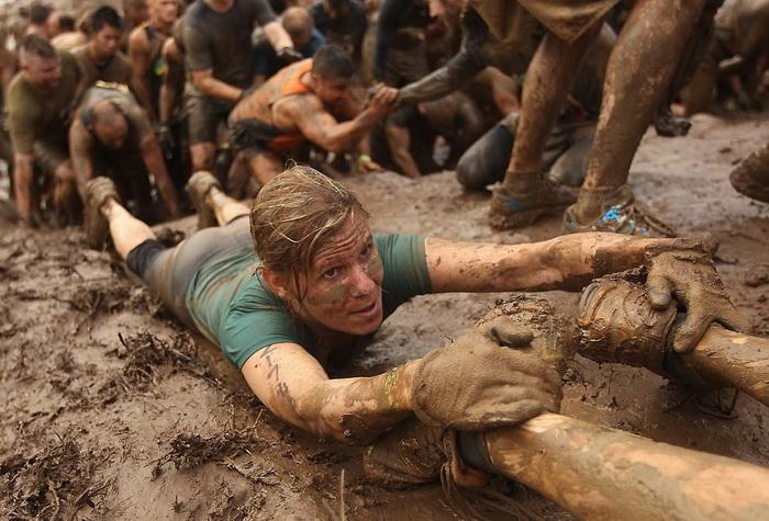 В Tough Mudder обязательным является правило взаимовыручки