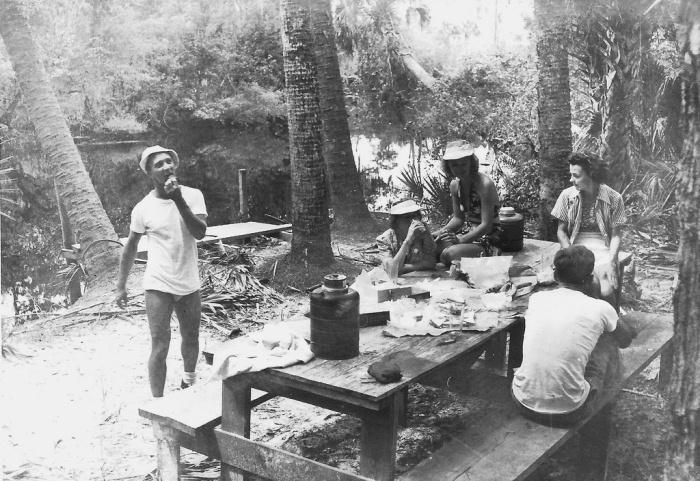 Туристы в зоопарке Траппера, 1940-е годы.