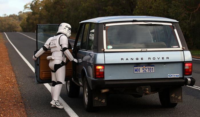 Многие автомобилисты предлагали подвезти *звездного воина*