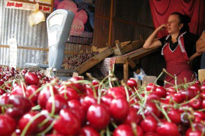 Изобилие черешни на украинских рынках покорило бразильца.