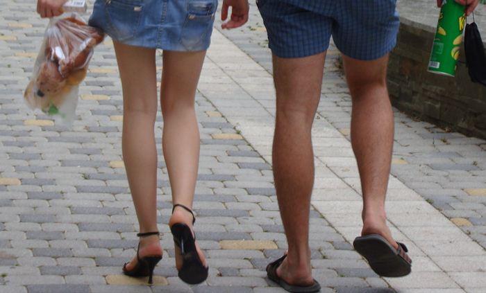 Женщины зачастую выглядят наряднее, чем мужчины.