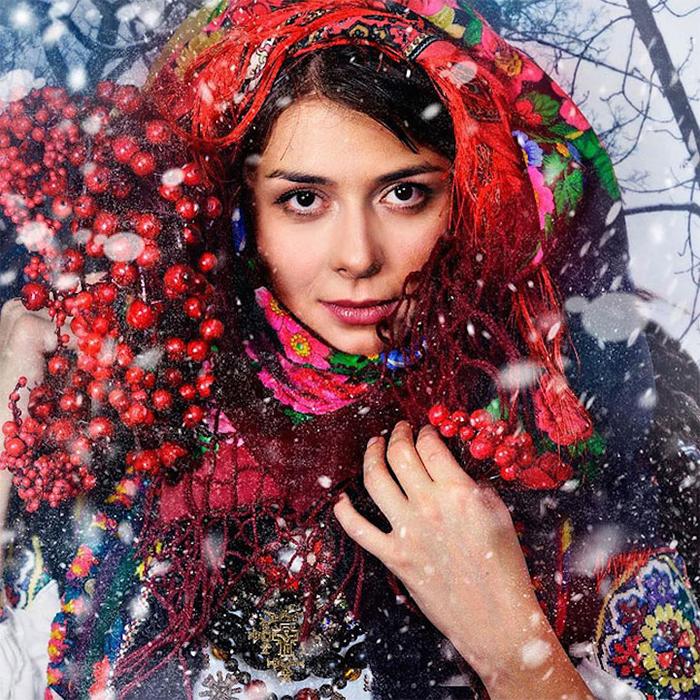 Украинки в венках в невероятно красивом фотопроекте арт-мастерской Треті півні