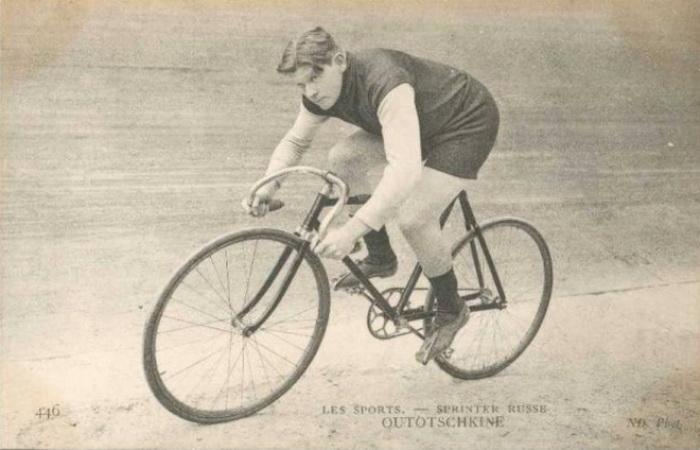 Уточкин был профессиональным велосипедистом