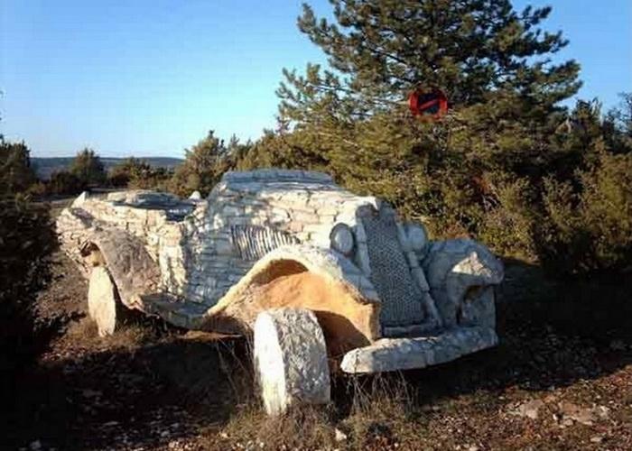 Автомобиль из камня