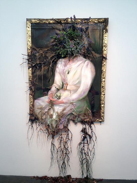Женщина в белом. Работа Valerie Hegarty