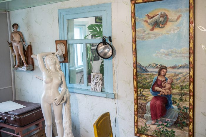 Картина и скульптуры Валерия Ермакова.