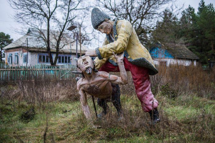 Скульптурная композиция по мотивам гоголевских рассказов.