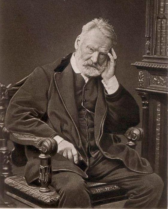 Портрет Виктора Гюго, выдающегося французского писателя.