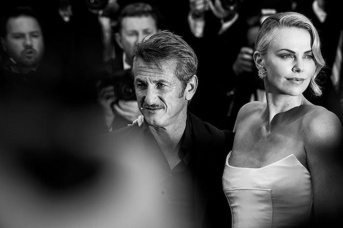 Каннский кинофестиваль-2015: на красной дорожке Шарлиз Терон и Шон Пенн. Фотография Винсента Десалли (Vincent Desailly)