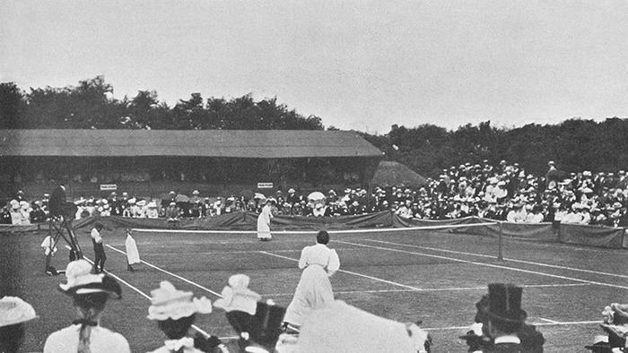 Ретро-фотографии с женского теннисного турнира.