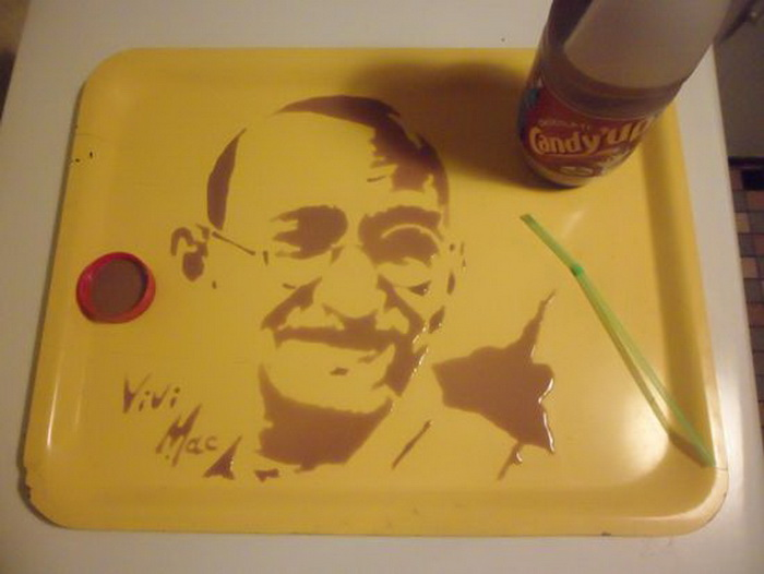 Портрет Далай Ламы из шоколадного напитка от Vivi Mac