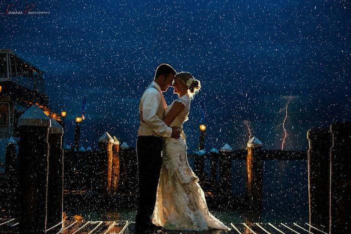Свадебные фотографии под дождем и снегом. Фотография Federer Photography