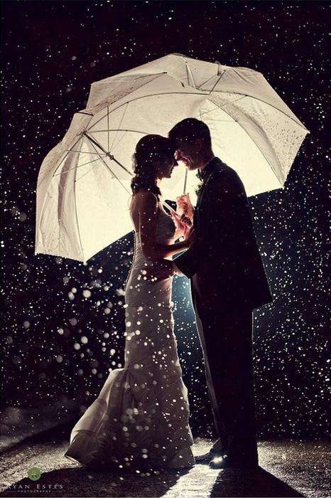 Свадебные фотографии под дождем и снегом. Фотография Julien Photography