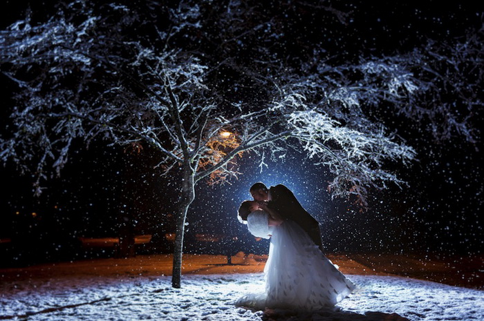 Свадебные фотографии под дождем и снегом. Фотография Ryan Estes