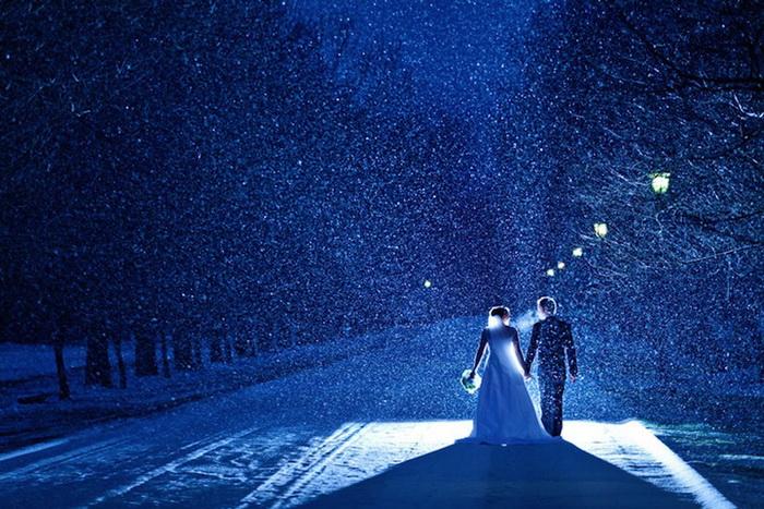 Свадебные фотографии под дождем и снегом. Фотография Jon Mark Photography