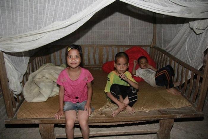 10-летняя Сяо Ин и ее младшие братья.
