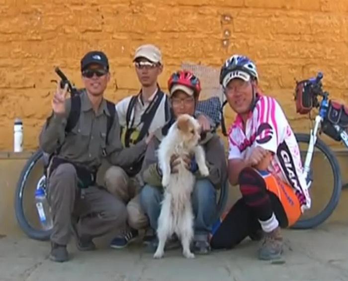 За время пути пес Xiao Sa стал полноправным членом команды