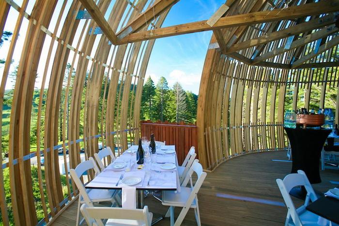 Уютный интерьер ресторана Yellow Treehouse