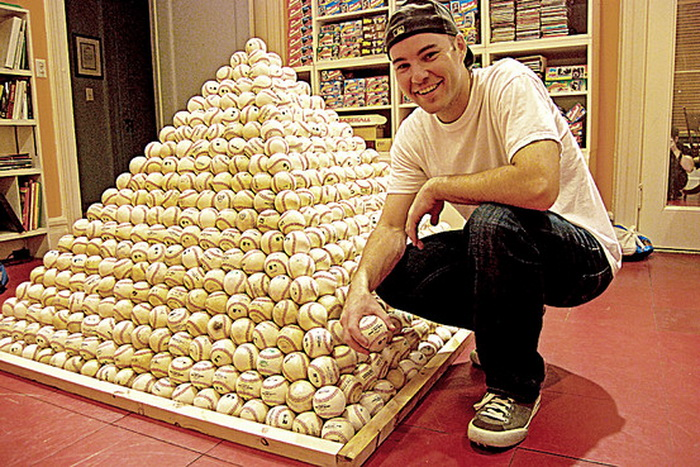 Самая большая в мире коллекция бейсбольных мячей Зака Хэмпла